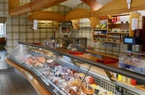 Blick in den Verkaufsraum der Fleischerei Günter Fischer